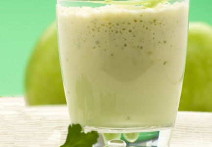 Apple Lime Smoothie with Ginger & Cardamom